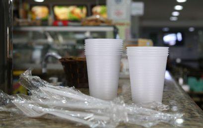 Prefeito de São Paulo sanciona lei que proíbe fornecimento de produtos descartáveis