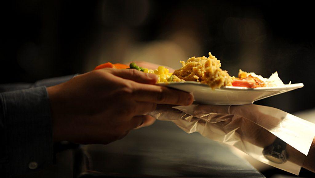 Doenças transmissíveis pela comida matam 420 mil pessoas por ano no mundo, diz ONU