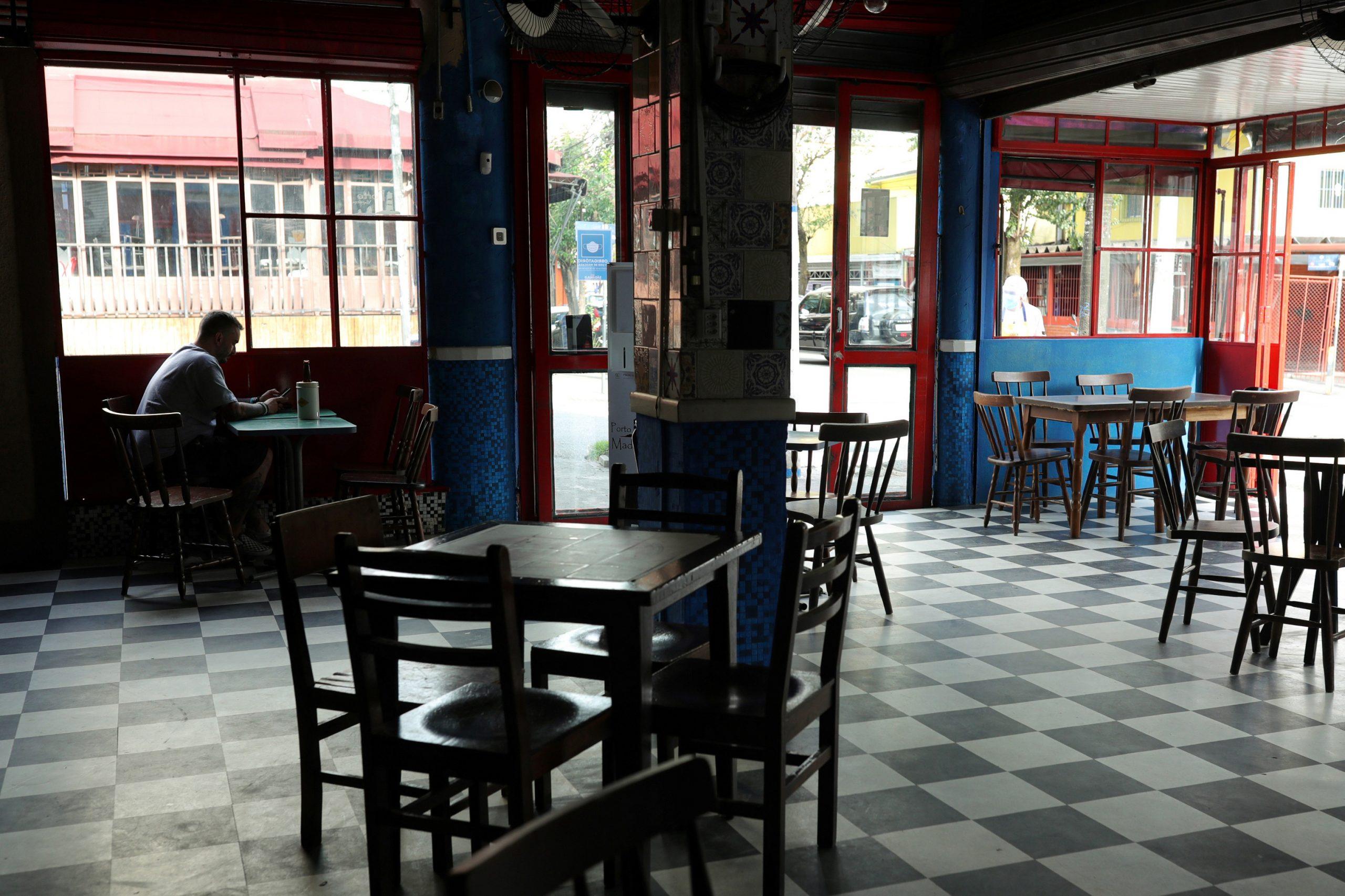 Restaurantes têm faturamento 40% menor que em 2019