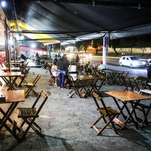 Bares e restaurantes pedem extensão de horário até 23h em SP